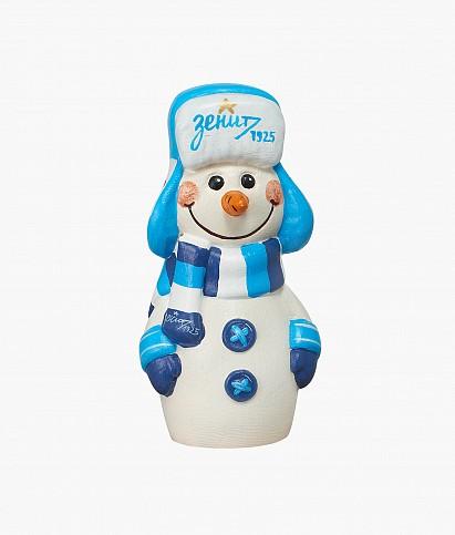 Снеговик в ушанке и шарфе
